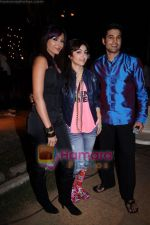Rajeev Khandelwal, Soha Ali Khan, Mrinalini Sharma on the sets of Soundtrack in Bandra, Mumbai on 9th April 2011 (3).JPG