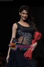 Sonal Chauhan walks the ramp for Sylph By Sadan show on Wills Lifestyle India Fashion Week 2011-Day 4 in Delhi on 9th April 2011 (10).JPG