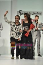 Sonal Chauhan walks the ramp for Sylph By Sadan show on Wills Lifestyle India Fashion Week 2011-Day 4 in Delhi on 9th April 2011 (13).JPG