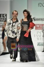 Sonal Chauhan walks the ramp for Sylph By Sadan show on Wills Lifestyle India Fashion Week 2011-Day 4 in Delhi on 9th April 2011 (15).JPG