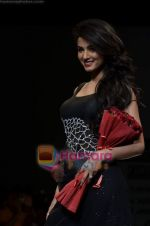 Sonal Chauhan walks the ramp for Sylph By Sadan show on Wills Lifestyle India Fashion Week 2011-Day 4 in Delhi on 9th April 2011 (8).JPG