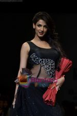 Sonal Chauhan walks the ramp for Sylph By Sadan show on Wills Lifestyle India Fashion Week 2011-Day 4 in Delhi on 9th April 2011 (9).JPG
