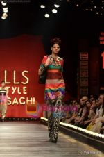 Model walks the ramp for Sabyasachi show on Wills Lifestyle India Fashion Week 2011-Day 5 in Delhi on 10th April 2011 (56).JPG