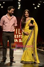 Vidya Balan at Sabyasachi show on Wills Lifestyle India Fashion Week 2011-Day 5 in Delhi on 10th April 2011 (28).JPG