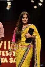 Vidya Balan at Sabyasachi show on Wills Lifestyle India Fashion Week 2011-Day 5 in Delhi on 10th April 2011 (30).JPG