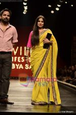 Vidya Balan at Sabyasachi show on Wills Lifestyle India Fashion Week 2011-Day 5 in Delhi on 10th April 2011 (31).JPG