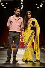 Vidya Balan at Sabyasachi show on Wills Lifestyle India Fashion Week 2011-Day 5 in Delhi on 10th April 2011 (34).JPG