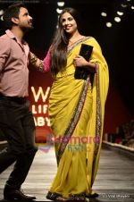 Vidya Balan at Sabyasachi show on Wills Lifestyle India Fashion Week 2011-Day 5 in Delhi on 10th April 2011 (37).JPG