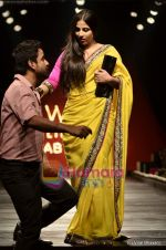 Vidya Balan at Sabyasachi show on Wills Lifestyle India Fashion Week 2011-Day 5 in Delhi on 10th April 2011 (38).JPG