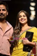 Vidya Balan at Sabyasachi show on Wills Lifestyle India Fashion Week 2011-Day 5 in Delhi on 10th April 2011 (40).JPG