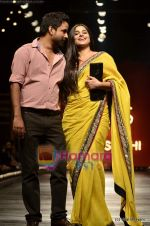 Vidya Balan at Sabyasachi show on Wills Lifestyle India Fashion Week 2011-Day 5 in Delhi on 10th April 2011 (43).JPG