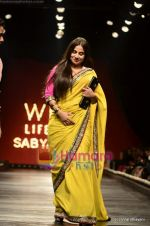 Vidya Balan at Sabyasachi show on Wills Lifestyle India Fashion Week 2011-Day 5 in Delhi on 10th April 2011 (44).JPG