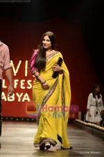 Vidya Balan at Sabyasachi show on Wills Lifestyle India Fashion Week 2011-Day 5 in Delhi on 10th April 2011 (47).JPG