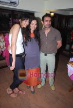 Shraddha Nigam, Mayank Anand at Mal Store Launch in Juhu on 12th April 2011 (3).JPG
