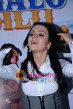 Yana Gupta Does Flash Mob activity to promote Chalo Dilli in   Phoenix Mills on 15th April 2011 (16)~0.JPG