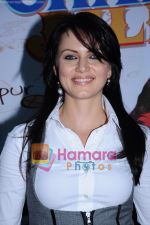 Yana Gupta Does Flash Mob activity to promote Chalo Dilli in   Phoenix Mills on 15th April 2011 (21)~0.JPG
