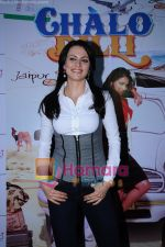 Yana Gupta Does Flash Mob activity to promote Chalo Dilli in   Phoenix Mills on 15th April 2011 (8)~0.JPG