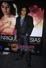 Shamir Tandon at Sunidhi_s bash for Enrique track in Vie Lounge on 18th April 2011 (2).JPG
