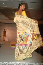 at SNDT Chrysalis fashion show in lalit intercontinental, Mumbai on 18th April 2011 (31).JPG