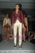 at SNDT Chrysalis fashion show in lalit intercontinental, Mumbai on 18th April 2011 (41).JPG