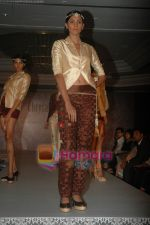 at SNDT Chrysalis fashion show in lalit intercontinental, Mumbai on 18th April 2011 (42).JPG