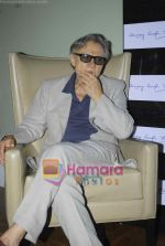 Harvey Keitel ties up with Bollywod producer of film Udaan Sanjay Singh in Colaba on 20th April 2011 (3).JPG