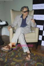 Harvey Keitel ties up with Bollywod producer of film Udaan Sanjay Singh in Colaba on 20th April 2011 (4).JPG