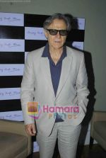 Harvey Keitel ties up with Bollywod producer of film Udaan Sanjay Singh in Colaba on 20th April 2011 (7).JPG