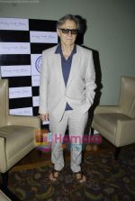 Harvey Keitel ties up with Bollywod producer of film Udaan Sanjay Singh in Colaba on 20th April 2011 (9).JPG