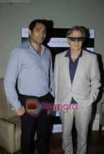 Harvey Keitel ties up with Bollywod producer of film Udaan Sanjay Singh in Colaba on 20th April 2011 (10).JPG