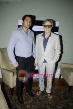 Harvey Keitel ties up with Bollywod producer of film Udaan Sanjay Singh in Colaba on 20th April 2011 (11).JPG