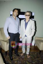 Harvey Keitel ties up with Bollywod producer of film Udaan Sanjay Singh in Colaba on 20th April 2011 (12).JPG