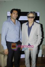 Harvey Keitel ties up with Bollywod producer of film Udaan Sanjay Singh in Colaba on 20th April 2011 (13).JPG