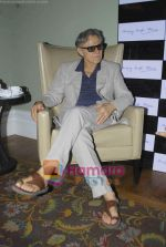 Harvey Keitel ties up with Bollywod producer of film Udaan Sanjay Singh in Colaba on 20th April 2011 (5).JPG