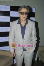 Harvey Keitel ties up with Bollywod producer of film Udaan Sanjay Singh in Colaba on 20th April 2011 (6).JPG