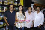 Sunidhi Chauhan, Shamir Tandon, Anandji promotes her latest album Heart Beat with Enrique Iglesias at Planet M (3).JPG