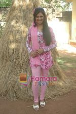 at Bhojpuri film Damad Chahi Fokat Mein shoot in Madh on 22nd April 2011 (27).JPG