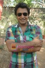 at Bhojpuri film Damad Chahi Fokat Mein shoot in Madh on 22nd April 2011.JPG