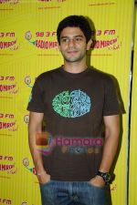 Arjun Mathur at Radio Mirchi studio in Lower Parel on 28th April 2011 (2).JPG