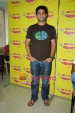 Arjun Mathur at Radio Mirchi studio in Lower Parel on 28th April 2011 (4).JPG