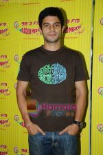 Arjun Mathur at Radio Mirchi studio in Lower Parel on 28th April 2011 (5).JPG