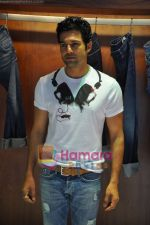 Rajeev Khandelwal at GAS photo-shoot in GAS Store, Mumbai on 29th April 2011 (2).JPG
