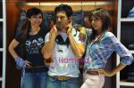 Soha Ali Khan, Rajeev Khandelwal, Mrinalini Sharma at GAS photo-shoot in GAS Store, Mumbai on 29th April 2011 (27).JPG