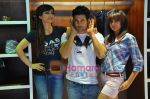 Soha Ali Khan, Rajeev Khandelwal, Mrinalini Sharma at GAS photo-shoot in GAS Store, Mumbai on 29th April 2011 (3).JPG