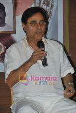 Jagjit Singh at the launch of Manesha Agarwal_s album Padaro Mhare Dess.. in Parel on 2ns May 2011 (4).JPG
