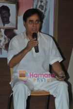 Jagjit Singh at the launch of Manesha Agarwal_s album Padaro Mhare Dess.. in Parel on 2ns May 2011 (6).JPG
