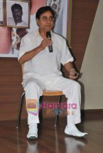 Jagjit Singh at the launch of Manesha Agarwal_s album Padaro Mhare Dess.. in Parel on 2ns May 2011 (7).JPG