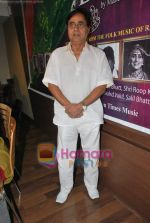 Jagjit Singh at the launch of Manesha Agarwal_s album Padaro Mhare Dess.. in Parel on 2ns May 2011 (8).JPG