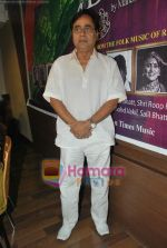 Jagjit Singh at the launch of Manesha Agarwal_s album Padaro Mhare Dess.. in Parel on 2ns May 2011 (9).JPG