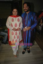Roop Kumar Rathod, Sonali Rathod at the launch of Manesha Agarwal_s album Padaro Mhare Dess.. in Parel on 2ns May 2011 (10).JPG